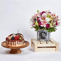 Personalised Birthday Flowers Vase n Cake: Gifts Combos